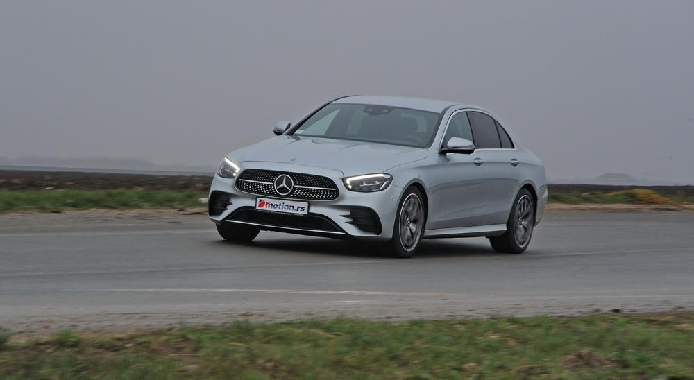 Mercedes_Benz_E220d_4Matic_Dmotion_01