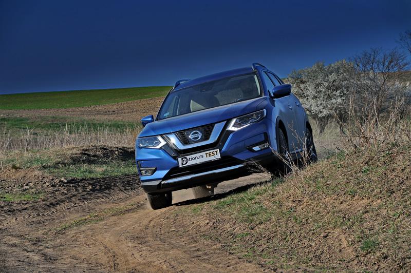 Nissan_X-Trail_2019_21